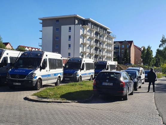 Karetka i policja pod SM Ujeścisko