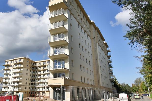 W przyziemiu budynku powstałego w drugim etapie przewidziano także lokale usługowe.