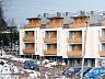 Na wyższych kondygnacjach powstały mieszkania dwupoziomowe.