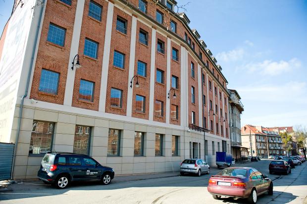 Frontowa elewacja budynku (od strony ulicy Tartacznej).