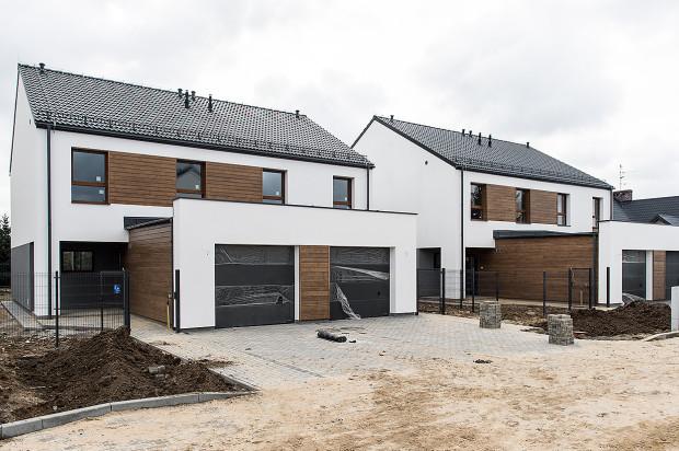 Na osiedlu powstają domy w zabudowie szeregowej.