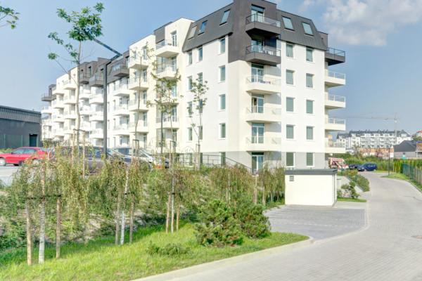 Budynki o stonowanej kolorystyce wpisały się w krajobraz Łostowic.