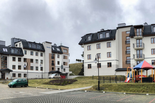 Budynki drugiego etapu osiedla naśladują budynki powstałe w pierwszym etapie.