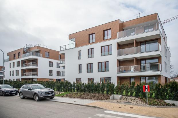 Budynki N i O oddane na osiedlu w 2018 roku. Ich architektura jest spójna z powstałymi wcześniej domami.