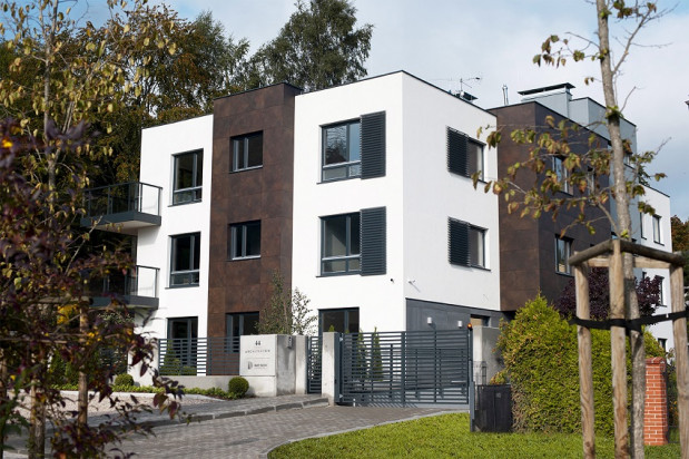 Willa przy Architektów 44 powstała przy samym lesie.