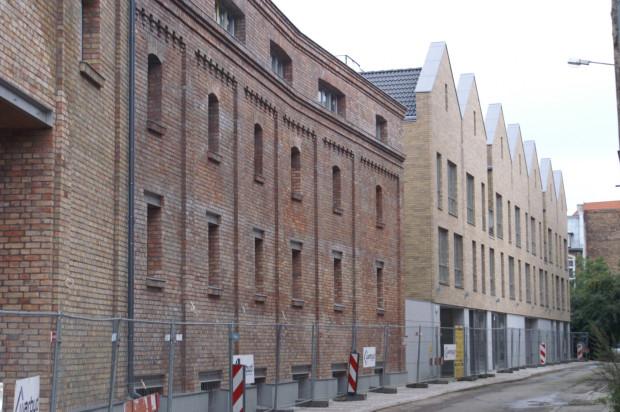 Połączenie starego budynku z nowym przy ulicy Czopowej.