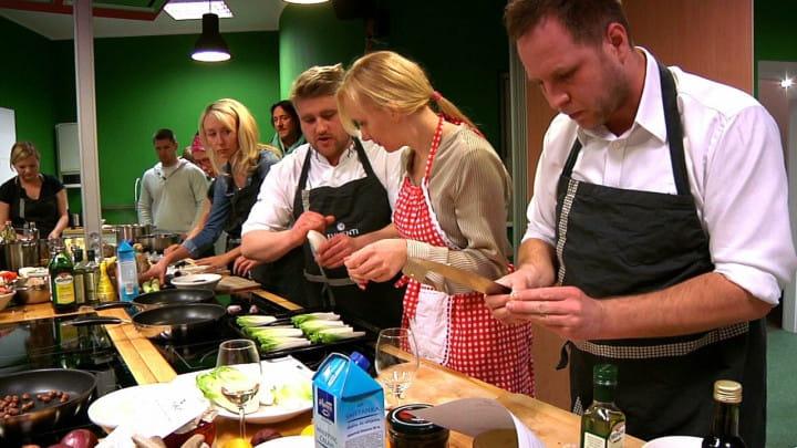 Warsztaty kulinarne iwspólne gotowanie to jeden ze sposobów na wspólne, ciekawe spędzenie wolnego czasu.