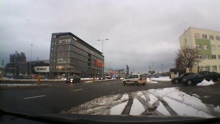 W odpowiedzi na kontrole policji taksówkarze zaczęli jeździć po ul. Żaglowej dookoła.