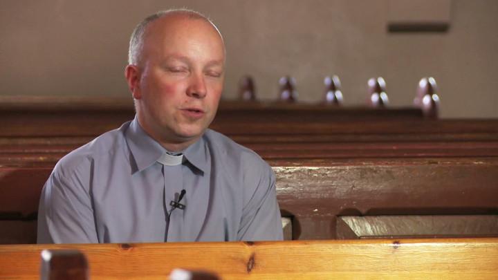 Za rządów Krzyżaków powstało murowane prezbiterium, aza panowania niemieckiego cesarza ceglana nawa. Zobacz stary kościół wChyloni.