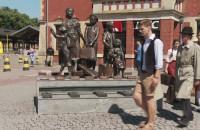 Gdańscy gimnazjaliści ożywili pomnik Kindertransportów