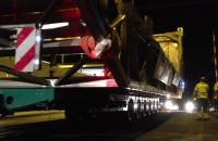 Nocny transport ponadgabarytu na ul. Hutniczej