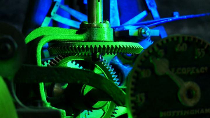 Kustosz Muzeum Zegarów Wieżowych opowiada Katarzynie Moritz onajciekawszych eksponatach.