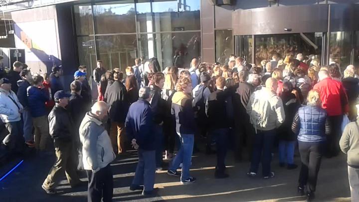 Podczas otwarcia Riviery zjawił się tłum klientów, jednak najwięcej osób odwiedziło centrum wsobotę iniedzielę.