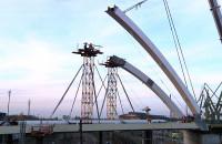 Montaż łuków wiaduktu Nowej Wałowej