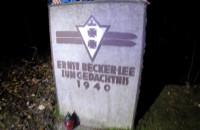 Nocne poszukiwanie pomnika Ernsta Becker-Lee