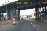 Płyta spada z wiaduktu na jezdnię al. Grunwaldzka