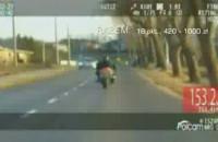 Po pościgu zatrzymali motocyklistę, popełnił 12 wykroczeń