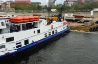 Statek Danuta zablokował się na Motławie