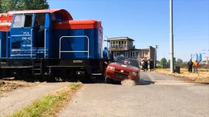 Pozorowany wypadek na przejeździe kolejowym
