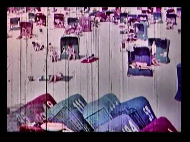 Zobacz stary film zsopockiej plaży, na której wczasach PRL-u korzystano zwiklinowych koszy.