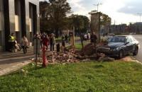 Samochód staranował historyczny mur przy Zieleniaku