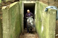 Sprzątanie zaśmieconego bunkra w Redłowie