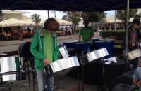 Występ orkiestry kotłów karaibskich