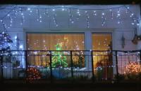 Jakie świetlne ozdoby ma sąsiad?