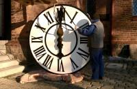 Montaż zegarów na wieży kościoła św. Franciszka w Gdańsku