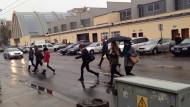 Za Halą Targową kierowcy muszą uważać na pieszych