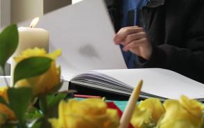 Księga kondolencyjna w Urzędzie Miejskim w Gdańsku