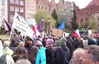 """Uczesnicy Ustawki śpiewają """"rewolucyjną"""" piosenkę"""