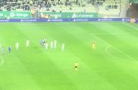 Przepychanki między piłkarzami i czerwona kartka