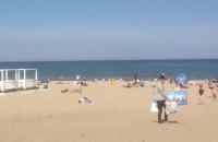 Pierwsze parawany na plaży w Sopocie