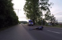 Motocyklista uderzył w latarnię