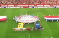 Polscy kibice klaszczą podczas hymnu Holandii
