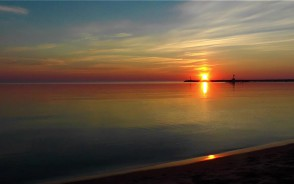Wschód słońca na plaży w Górkach Zachodnich