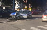 Rozbity radiowóz przy skwerze Wilczewskiego