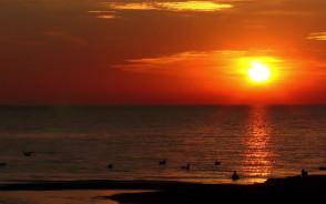 Wschód słońca na plaży w Jelitkowie