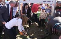 Symboliczne wbicie łopaty pod budowę mostu w Sobieszewie