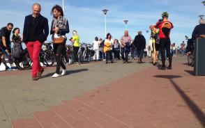 Tłumy na molo w Brzeźnie