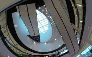 Nowa galeria tysiąca schodów czeka na klientów
