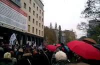 Czarny protest przed siedzibą Solidarności w Gdańsku