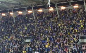 Radość kibiców Arki Gdynia po golu na 1:1 z Lechią Gdańsk