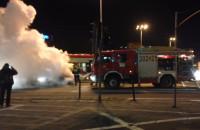Koło Zieleniaka płonie samochód
