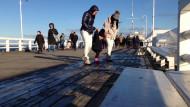 Tłumy spacerujących na molo w Sopocie