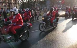 Parada Mikołajów w centrum Gdańska