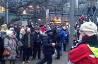 Okrzyki podczas manifestacji KOD-u w Gdyni
