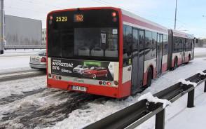 Autobusy po opadach śniegu na Rakoczego