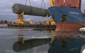 Kolumna o masie 290 ton rozładowana w rafinerii